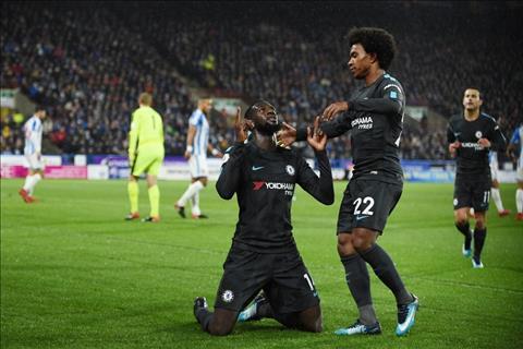 Cham diem Huddersfield 1-3 Chelsea Nhung nguoi hung bi lang quen hinh anh