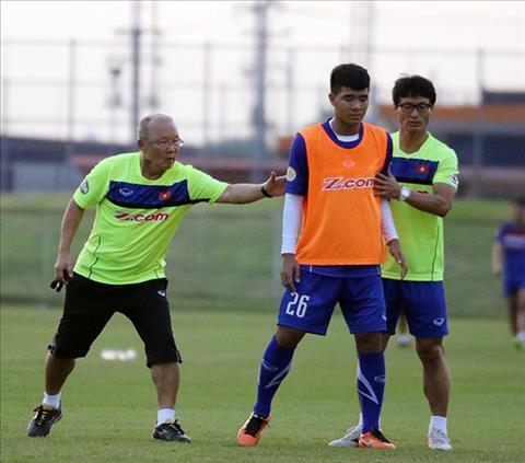 HLV Park Hang Seo trao co hoi cho Duc Chinh tren hang cong U23 Viet Nam hinh anh