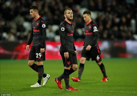 Hau ve Hector Bellerin len an hang cong Arsenal hinh anh