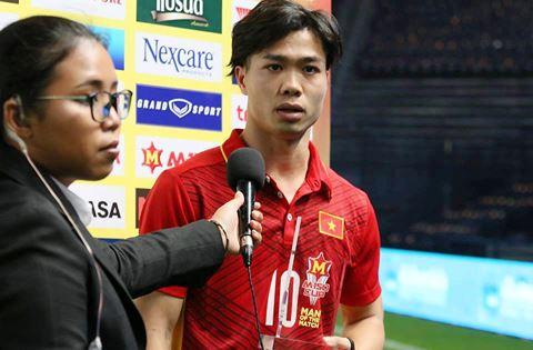 Cong Phuong tra loi bang tieng Anh sau tran thang cua U23 Viet Nam hinh anh
