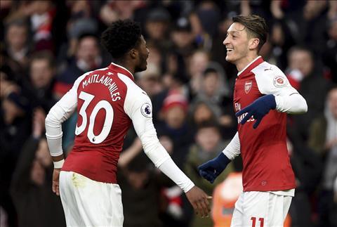 Sao tre Arsenal nhan mua loi khen sau tran thang Newcastle hinh anh