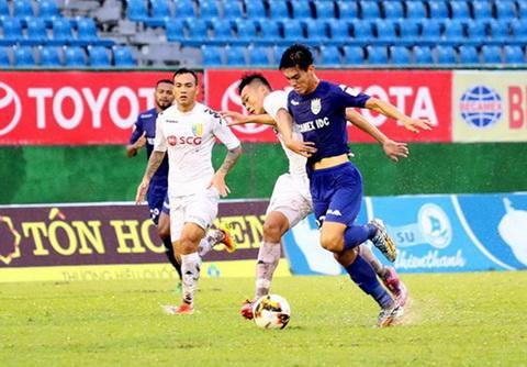 Tien Linh (ao xanh) moi duoc HLV Park Hang Seo trieu tap len tuyen U23 Viet Nam.