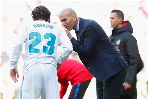 Thay gi sau chien thang tung bung 3-0 cua Barca truoc Real hinh anh 2