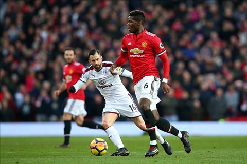 Du am MU 2-2 Burnley Mourinho dang niu chan Pogba hinh anh 2