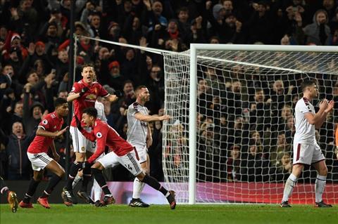 Du am MU 2-2 Burnley Lukaku can Lingard hon Ibrahimovic hinh anh 2