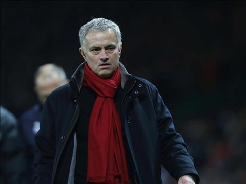HLV Wenger lai treu tuc Jose Mourinho hinh anh