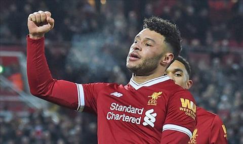 Liverpool thang lon, Chamberlain van khong hai long hinh anh