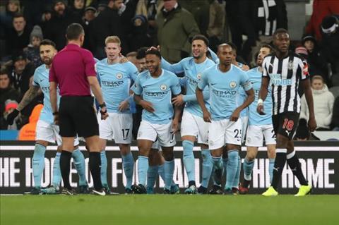 Da bai Newcastle, Man City san bang sieu ky luc cua Chelsea hinh anh