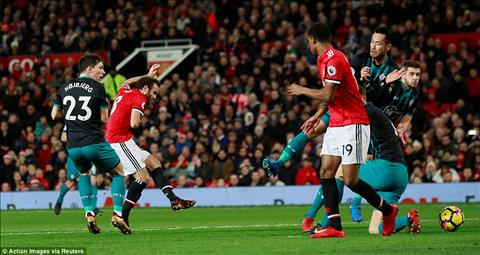 Du am MU 0-0 Southampton Gio thi Mourinho bat dau lo Top 4 hinh anh 2