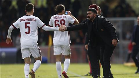 Benevento 2-2 AC Milan Man ra mat cua tan HLV Gattuso bi pha hong boi mot  thu mon hinh anh
