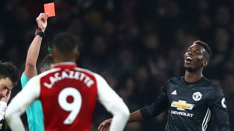 Tien ve Paul Pogba vang mat trong tran derby Manchester hinh anh