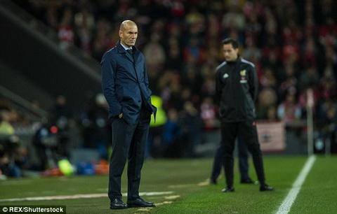 Ghe huan luyen cua Zinedine Zidane duoc Chu tich Florentino Perez dam bao an toan.