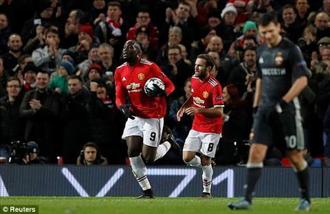 ... song chi trong vong chua day 2 phut, Man Utd lien tiep ghi ban de thang nguoc
