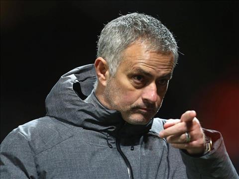 Mourinho nhan gui Man City Chi mot con gio la ho lan ra an va hinh anh