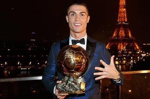 Ronaldo gianh Qua bong vang 2017