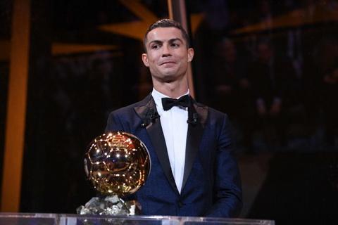 Cristiano Ronaldo gianh Qua bong vang 2017.