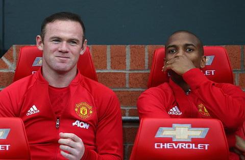 MU CHINH THUC chot tuong lai cua Rooney va Young hinh anh