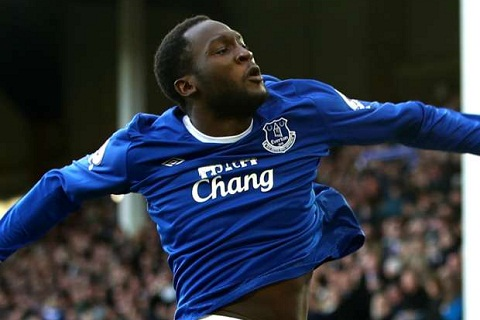 Tien dao Romelu Lukaku lap ky luc trong mau ao Everton hinh anh 2