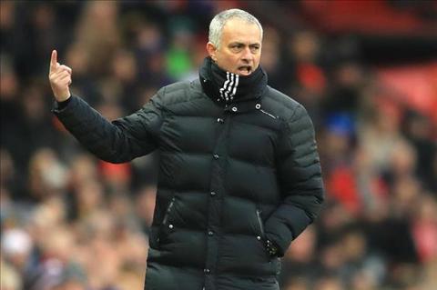HLV Jose Mourinho len tieng da deu Man City hinh anh