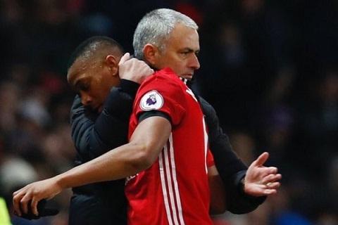 Martial xoa bo nghi ngo mau thuan voi Mourinho