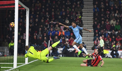 Tien ve Raheem Sterling noi ve Man City va Liverpool hinh anh 2