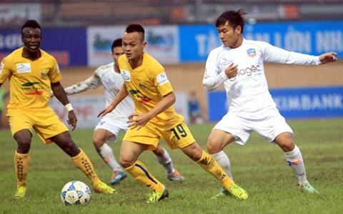 Choi xau doi bong cua Cong Vinh, Messi Thanh Hoa bi phat nguoi hinh anh