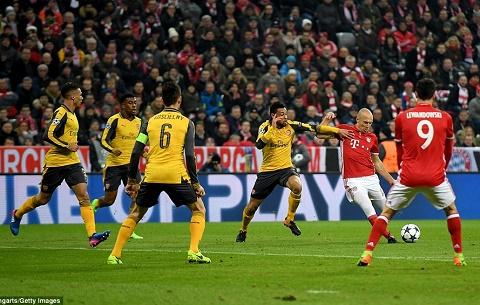 Bayern 5-1 Arsenal Den vua cung khong cuu duoc The Gunners hinh anh