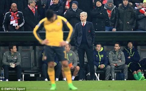 HLV Wenger noi gi sau tran Bayern 5-1 Arsenal hinh anh 2