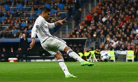 Casemiro ghi ban thang de doi vao luoi Napoli. Anh: Reuters