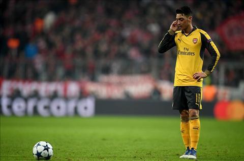 MU nhay vao cuoc dua gianh tien ve Mesut Ozil hinh anh 2