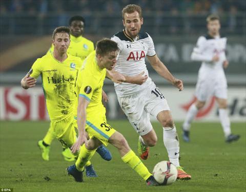 Gent 1-0 Tottenham Ga trong bi ban ha tren dat Bi hinh anh