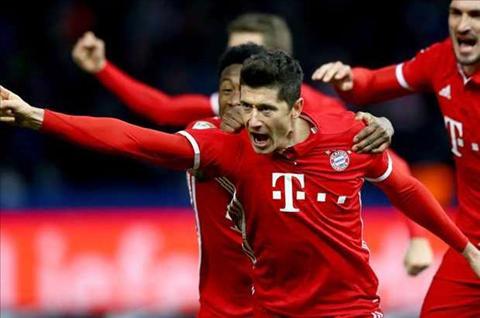 Giai cuu Bayern, Lewandowski di vao lich su Bundesliga hinh anh