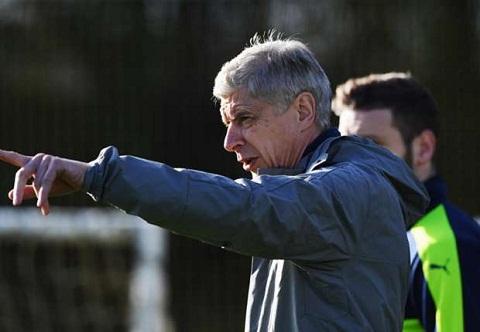 Arsenal danh bai Dortmund vu sao tre Daniel Hanslik hinh anh 2