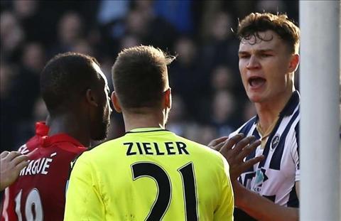 Doi hinh 11 cau thu te nhat vong 5 cup FA 201617 hinh anh 4