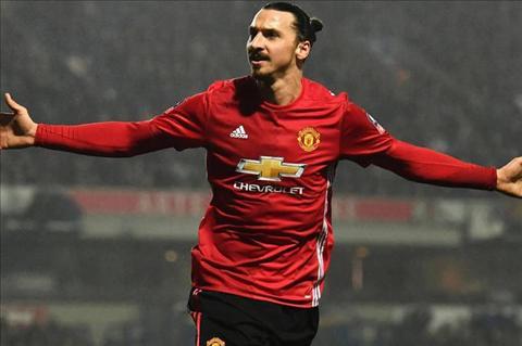 Tien dao Zlatan Ibrahimovic duoc so sanh voi Cantona hinh anh