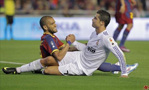Dani Alves tran tinh ve hiem khich voi Cristiano Ronaldo hinh anh