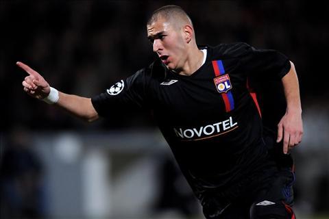 Ai la cau thu tre nhat ghi ban tai Champions League hinh anh 5