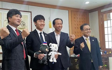 Sang Viet Nam dam phan, Gangwon FC giu chan Xuan Truong de lam gi hinh anh 2