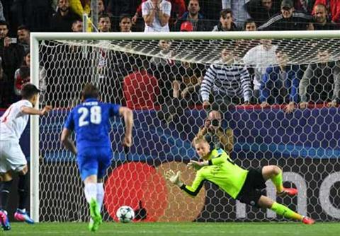 Leicester niu keo hy vong vao tu ket Nguoi hung Schmeichel hinh anh 2