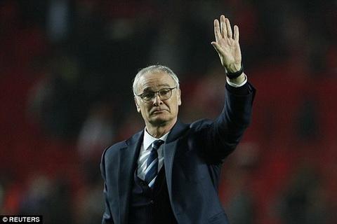 Thu mon Kasper Schmeichel tri an Ranieri hinh anh