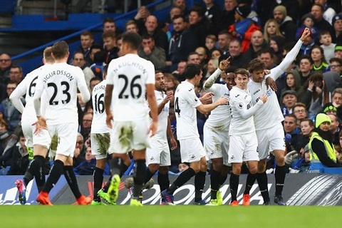 Du am Chelsea 3-1 Swansea Ban linh nha vo dich hinh anh 2