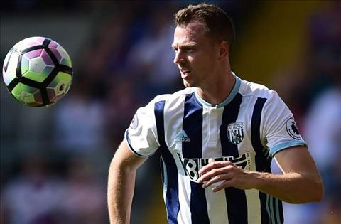 Paul Merson khuyen Chelsea mua trung ve Jonny Evans hinh anh