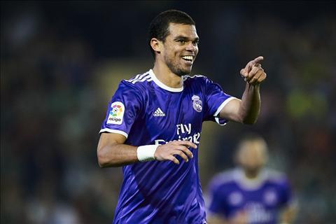 Trung ve Pepe gui loi chia tay den NHM Real Madrid hinh anh