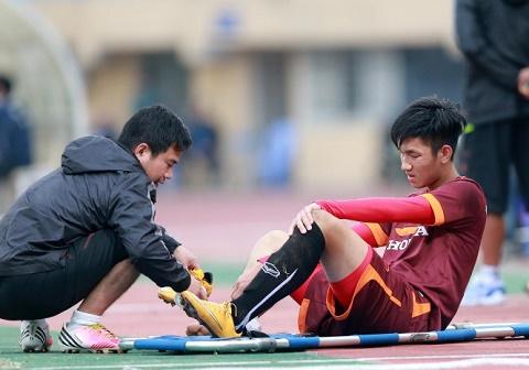 Doi truong U20 Viet Nam chinh thuc tro lai sau chan thuong nang hinh anh