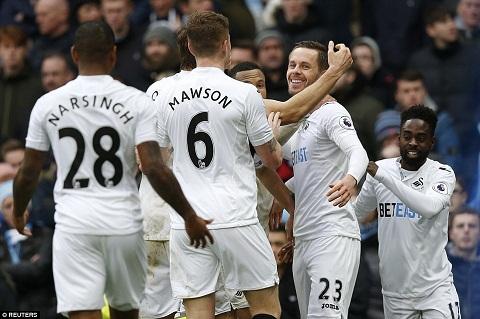 Nhung diem nhan sau tran Man City 2-1 Swansea hinh anh 2