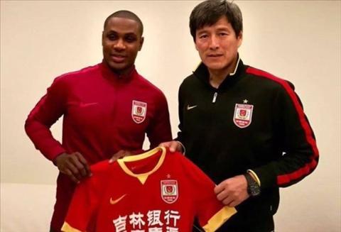 Xuan Truong chuan bi doi dau cuu sao Premier League hinh anh