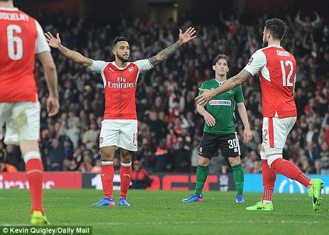 Diem nhan tran Arsenal 5-0 Lincoln hinh anh 3