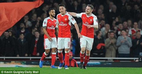 Du am Arsenal 5-0 Lincoln Wenger se lai tai vi hinh anh 2