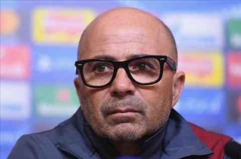 HLV Sevilla muon co mon qua dac biet nhan ngay sinh nhat hinh anh