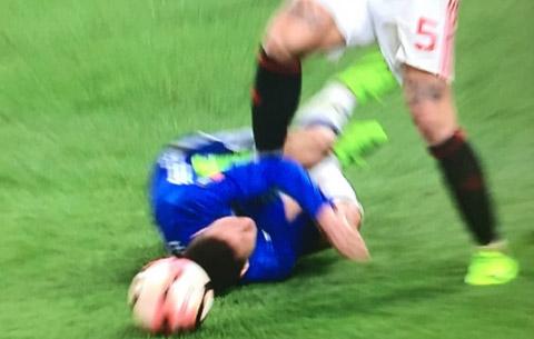 Sao MU doi mat voi an phat nang vi giam len Hazard hinh anh